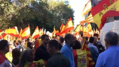 Hiszpania: Wielotysięczna demonstracja w obronie jedności kraju na ulicach Barcelony [WIDEO]