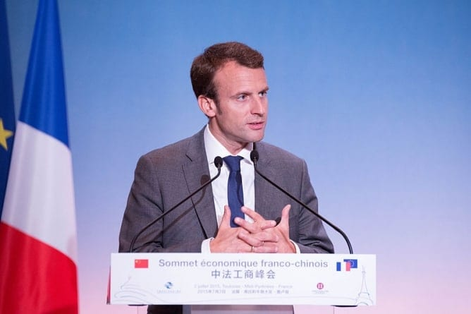 COVID szansą dla Marine Le Pen? Macron negatywnie oceniany