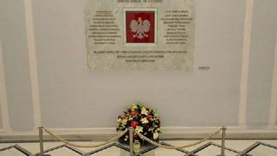 Smoleńsk: Duda na Wawelu, Morawiecki na Krakowskim Przedmieściu