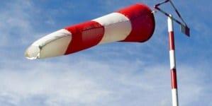 """Rządowe Centrum Bezpieczeństwa ostrzega przed orkanem """"Ksawery"""". Porywy wiatru nad Polską do 130 km/h!"""