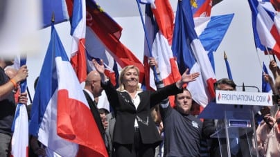Marine Le Pen usłyszała zarzuty! Za wpis na Twitterze może… trafić za kratki