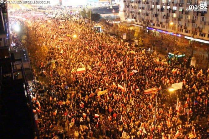 Trwa zbiórka dla Marszu Niepodległości. Wsparcie wyraziły wSensie i wRealu24