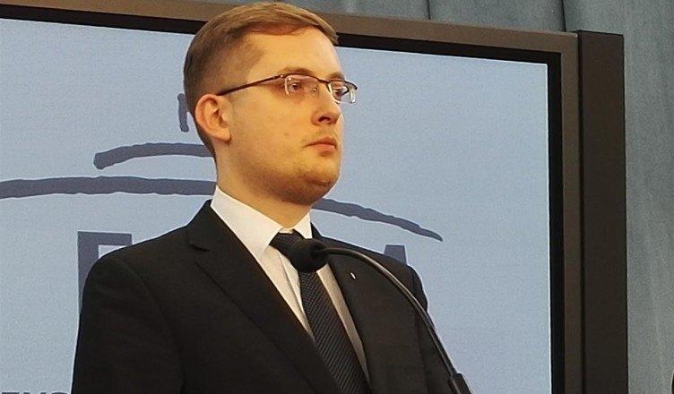 """Winnicki: """"Rząd PiS oszukał Polaków. Przyjęliście więcej imigrantów niż chciała PO"""" [WIDEO]"""