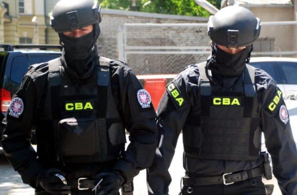 CBA zatrzymało byłego szefa KNF. Usłyszy zarzuty korupcyjne