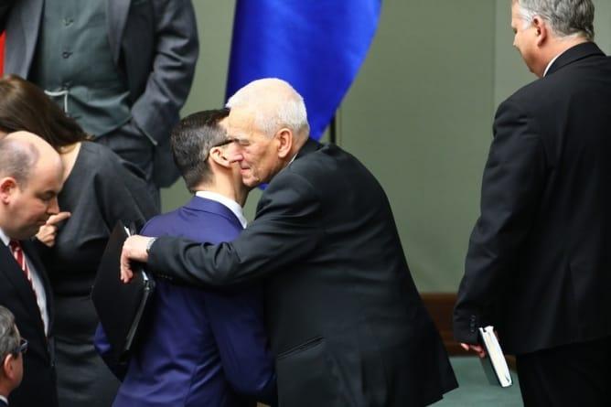 Kolejni politycy dołączają do apelu ONR o ekshumacje w Jedawbnem! Ojciec premiera nie ma wątpliwości