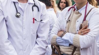 [OPINIA] Piekutowska: Homo homini: lekarze nauczycielom