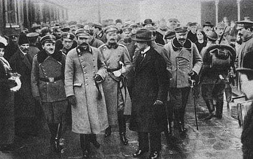 """Jarosław Kaczyński: """"Wraz z bratem uważaliśmy się za kontynuatorów myśli Piłsudskiego"""""""