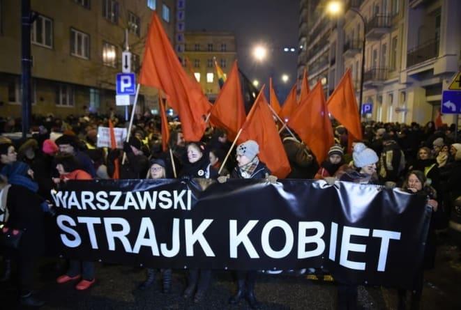[NA ŻYWO] Trwa protest aborcjonistów. Lewica w szale idzie pod dom Kaczyńskiego