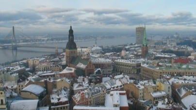 """Politico o Łotwie: """"Znikający kraj"""""""