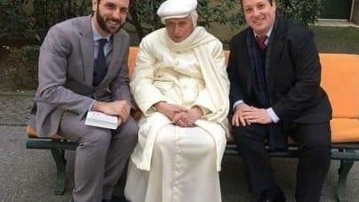 Republika i Onet powielają fake newsy o śmierci papieża
