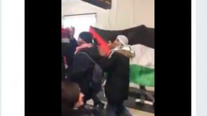 """W sieci pojawiło się szokujące nagranie z Berlina! Setki muzułmanów w metrze krzyczy """"Allahu Akbar"""" (WIDEO)"""