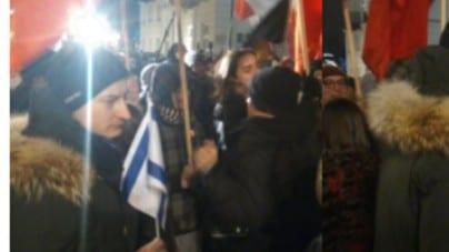 Wzywał do polskiego majdanu, a wczoraj z flagą Izraela protestował przeciwko narodowcom. Byli też… komuniści?