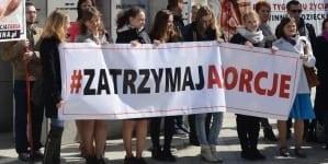 Warszawa: Różaniec przed Szpitalem Bielańskim [WYDARZENIE]