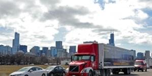 """Pierwszy wyjazd ciężarówki """"German Death Camps"""" na ulice Chicago"""