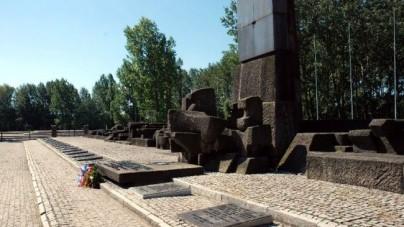 Tak szanują Holocaust? Młodzieniec z Izraela oddał mocz na pomnik ofiar w Auschwitz