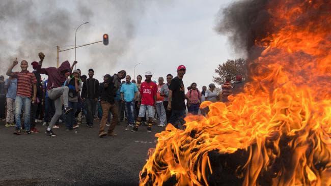 RPA: Murzyni podpalają domy białych farmerów, którzy nie chcą dać się wywłaszczyć