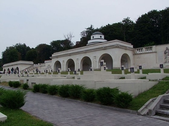 Ukraińskie służby zatrzymały Polaków na Cmentarzu Orląt we Lwowie