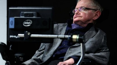 """Szokujące prognozy astrofizyka: Stephen Hawking przed śmiercią mówił o rasie """"nadludzi"""""""
