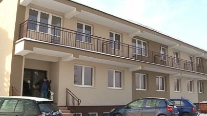 Warszawa: Ukraińcy w mieszkaniach socjalnych. Polacy czekają latami