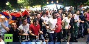 W Armenii polityczna burza. Premier podał się do dymisji [WIDEO]