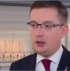 Prezes Ruchu Narodowego zaniepokojony sposobem finansowania partii Biedronia
