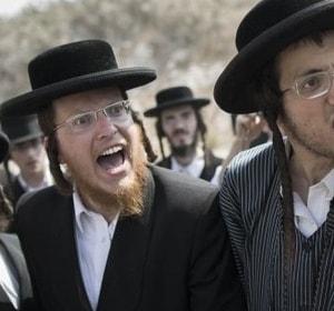 Konflikt Żydów z Żydami? Ochroniarze nie wpuścili modlących do synagogi