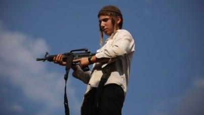 """""""Żydzi w Europie powinni mieć prawo do noszenia broni"""". Rabin apeluje do ministrów UE"""
