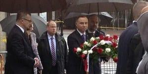 """Rosowski: """"A. Duda zakazał polskich flag i wyrzucił Polonię spod Pomnika Katyńskiego """""""
