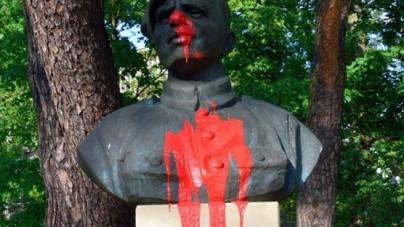 """Kraków: Zdewastowano pomnik """"Łupaszki"""""""