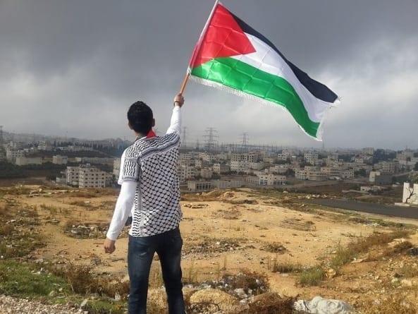 Izrael sprzedaje pomoc humanitarną Palestyńczykom