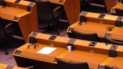 """Europosłowie opozycji tłumacząc się """"bałaganem"""" zagłosowali przeciwko interesowi Polski"""