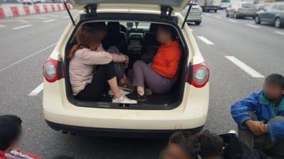 Ukrainiec przewoził nielegalnych imigrantów w… bagażniku. Jak tylu ich się tam zmieściło?