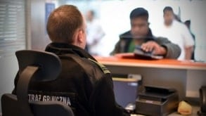 Syryjczycy z podrobionymi dokumentami tożsamości zatrzymani na lotnisku w Łodzi. Kupili je w Grecji