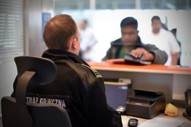 Zatrzymano poszukiwanego w Europie mężczyznę na Okęciu