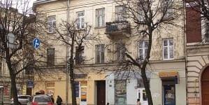 Ukraina: Zdewastowano tablicę na domu rodzinnym Wojciecha Kilara we Lwowie