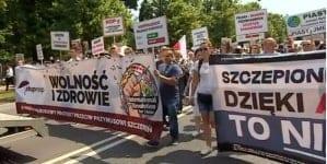 """""""Chcemy wyboru ws. szczepień naszych dzieci"""". Liczna manifestacja przeszła ulicami Warszawy"""