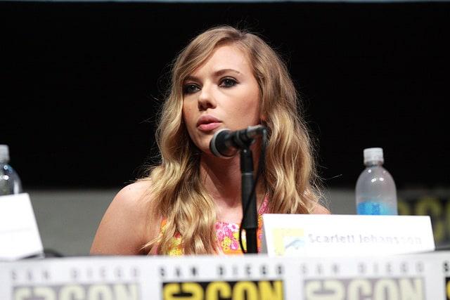 Scarlett Johansson ugina się pod presją lobby LGBT