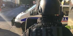 Francja: Policjanci ostrzelani z kałasznikowa na imigranckim blokowisku
