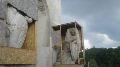 """Kolejna próba """"uwolnienia"""" lwów na Cmentarzu Orląt"""