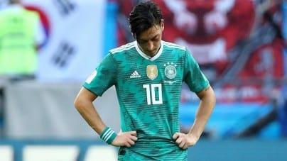 """Mesut Oezil zakończył karierę reprezentacyjną. """"Kiedy przegrywam jestem imigrantem"""""""