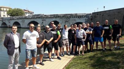 Narodowcy z Włoch i Polski patrolują plaże w Rimini