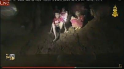 Tajlandia: Ratownicy będą wydobywać chłopców z jaskini