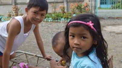 Ministerstwo rodziny negocjuje umowy na sprowadzanie tysięcy imigrantów z Filipin, przyznaje wiceminister Szwed