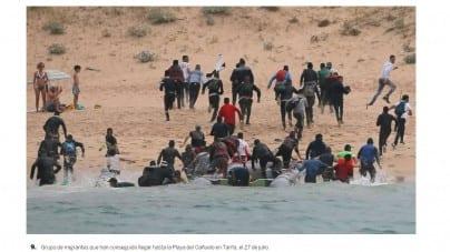 Desant imigrantów na hiszpańskiej plaży ku zdziwieniu opalających się nudystów [WIDEO]