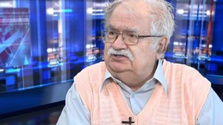 """Prof. Jerzy Robert Nowak: """"W Jedwabnem przerwano ekshumacje, kiedy znaleziono niemieckie naboje"""" (WIDEO)"""