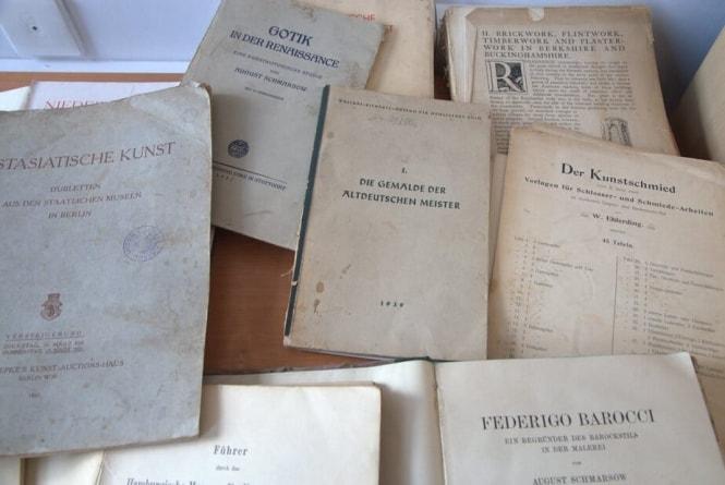 Toruń: Policjanci odzyskali książki stanowiące polskie straty wojenne