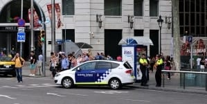 Islamski zamachowiec zaatakował komisariat w Barcelonie! Źle skończył