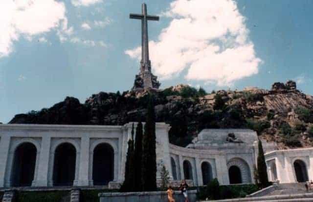 Artysta zniszczył grób gen. Franco