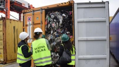 Polska śmietnikiem Europy. Tysiąc ton śmieci przypłynęło do Gdyni i Gdańska