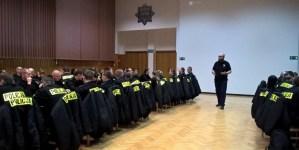 UJAWNIAMY! Anarchista, który szkolił warszawski Ratusz, szkoli także Policję… Za rządów PiS